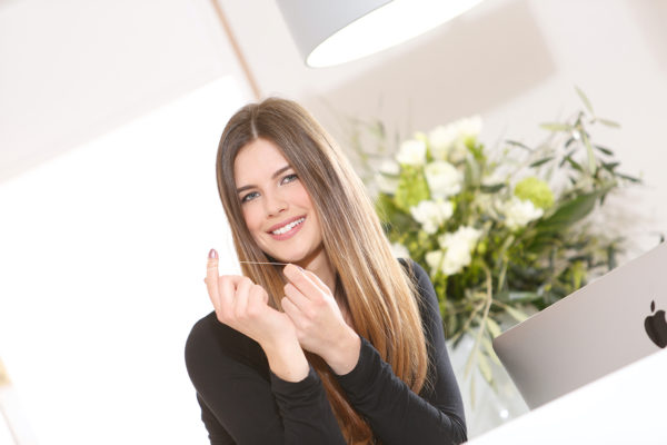 Medical Instinct® Praxisfotografie Frau in Zahnarztpraxis